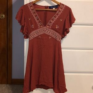 V neck dress with embroidery